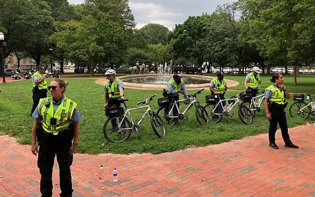 Police oversee the Unite the Right rally August 12, 2018 in Washington, DC on the one-year anniversary of deadly violence at a similar protest in Charlottesville, Virginia.    (AFP/Daniel SLIM)
