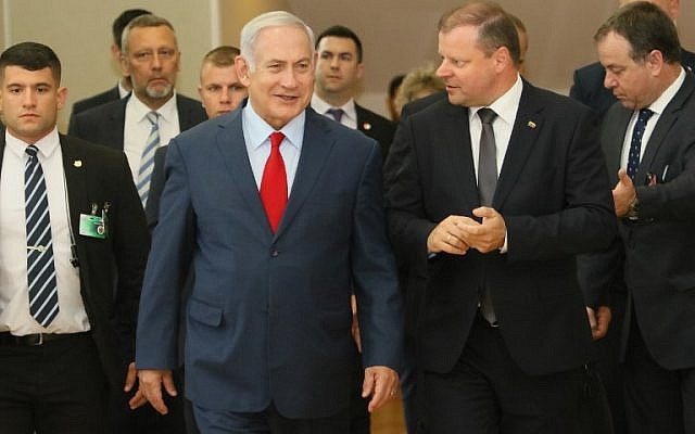 Israeli Prime Minister Benjamin Netanyahu, left, and his Lithuanian counterpart Saulius Skvernelis arrive to address a press conference in Vilnius, Lithuania, on August 23, 2018. (AFP/ Petras Malukas)