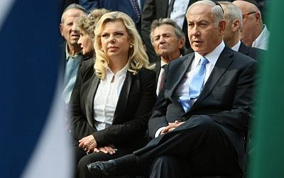 Prime Minister Benjamin Netanyahu and his wife, Sara Netanyahu, attend a remembrance ceremony at the Paneriai Holocaust Memorial near Vilnius, August 24, 2018. (AFP/Petras Malukas)