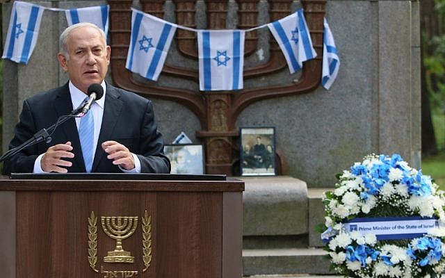 Prime Minister Benjamin Netanyahu speaks during a remembrance ceremony at the Paneriai Holocaust Memorial near Vilnius, August 24, 2018 (AFP PHOTO / Petras Malukas)