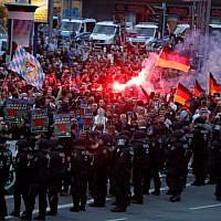 Right wing demonstrators light flares on August 27, 2018 in Chemnitz, eastern Germany. (AFP PHOTO / Odd ANDERSEN)
