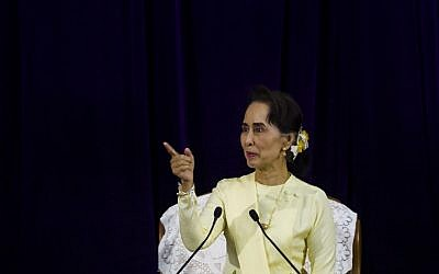 Myanmar State Counsellor Aung San Suu Kyi delivers her address before students of Yangon University general assembly in Yangon on August 28, 2018. (AFP Photo/Ye Aung Thu)