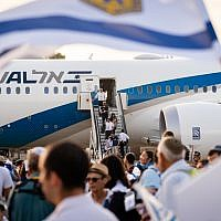 New immigrants disembark from an aliyah flight at Ben Gurion Airport, August 15, 2018. (Luke Tress/Times of Israel)