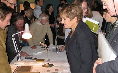 Labour MP Margaret Hodge discusses numismatics on November 22, 2007. (CC BY Portable Antiquities Scheme, Flickr)