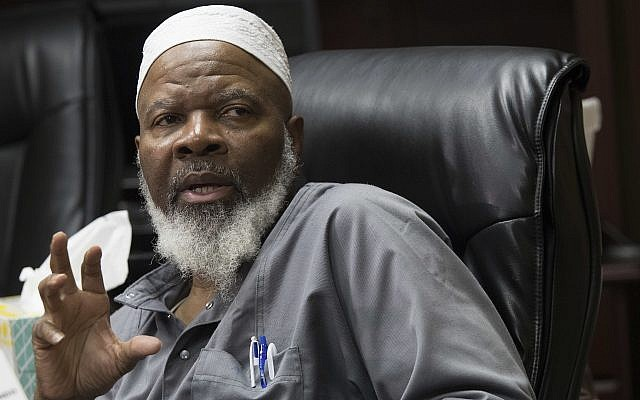 Imam Siraj Wahhaj speaks to reporters, August 9, 2018, in New York. (AP Photo/Mary Altaffer)