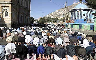 Men attend Eid al-Adha prayers outside of the Shah-e-Dushamshera mosque in Kabul, Afghanistan, August 21, 2018. (Rahmat Gul/AP)