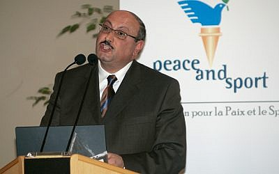 Palestinian Authority ambassador to the United Kingdom Professor Manuel Hassassian speaks a conference in Monaco, December 6, 2007. (Lionel Cironneau/AP)