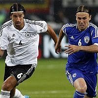 Germany's Sami Khedira, left, and Israel's Bibras Natkho, right, challenge for the ball during a friendly international soccer match between Germany and Israel in Leipzig, Germany, May 31, 2012. (Michael Sohn/AP)