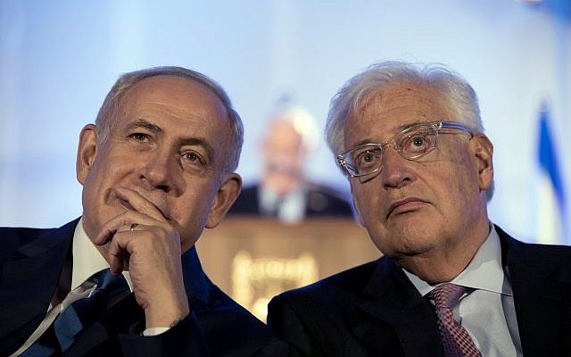 Prime Minister Benjamin Netanyahu, left and US Ambassador David Friedman, right, attend a ceremony in Jerusalem, May 21, 2017. (Abir Sultan/Pool Photo via AP)