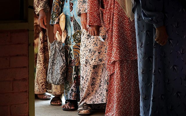 Malaysian Muslim women line up to cast their ballots at a voting center for the general election in Alor Setar, state capital of Kedah, northern Malaysia, May 9, 2018. (AP Photo/Andy Wong)