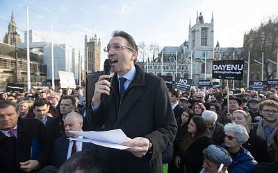 Jonathan Goldstein addresses the large crowd in Parliament Square at the #EnoughIsEnough demo, March 2018. (Marc Morris/Jewish News)