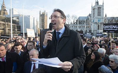 Jonathan Goldstein, chair of the Jewish Leadership Council, addresses the crowd in Parliament Square at the #EnoughIsEnough demonstration organized by UK Jewish leaders to protest anti-Semitism in the Labour party, March 2018. (Marc Morris/Jewish News)