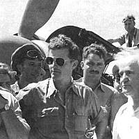 David Ben Gurion visits 101 'First Fighter' Squadron. With sunglasses Modi Alon. Behind Alon's left shoulder stands Syd Cohen, and to the left, Gideon Lichtman and Maurice Mann (Public Domain/Wikimedia Commons)
