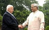 Prime Minister Ariel Sharon (L) shakes hands with his Indian counterpart Atal Bihari Vajpayee in New Delhi during an official state visit to India in September 2003. (GPO)