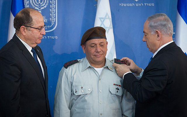 Prime Minister Benjamin Netanyahu (R), then-defense minister Moshe Ya'alon (L) and IDF Chief of Staff Gadi Eisenkot at a swearing in ceremony for Eisenkot at the Prime Minister's Office in Jerusalem on February 16, 2015. (Miriam Alster/Flash90)