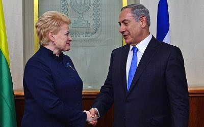Prime Minister Benjamin Netanyahu meets with President of Lithuania Dalia Grybauskaitė in Jerusalem on October 20, 2015. (Kobi Gideon/GPO/Flash90)