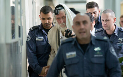 Eliezer Berland covers himself with his talit (prayer shawl) at the Magistrate Court in Jerusalem, as he is put on trial for sexual assault charges, on November 17, 2016. (Yonatan Sindel/ Flash90)