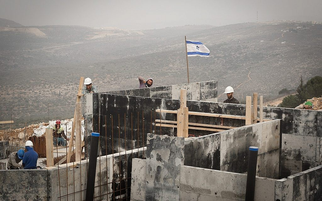 Arab workers are seen at construction site in the West Bank settlement of Ariel on January 25, 2017. (Sebi Berens/Flash90)