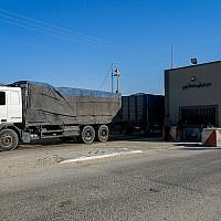 Palestinian trucks seen at the Kerem Shalom crossing, the main passage point for goods entering Gaza from Israel, in the southern Gaza Strip on July 9, 2018. (Abed Rahim Khatib/Flash90)