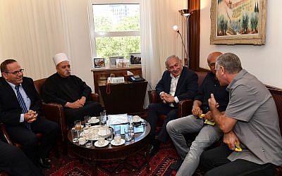 Prime Minister Benjamin Netanyahu, 2r, meets with the spiritual leader of the Druze community in Israel, Sheikh Muafak Tarif, 2l, at the Prime Minister's Office in Jerusalem on July 27, 2018. (Kobi Gideon/GPO)
