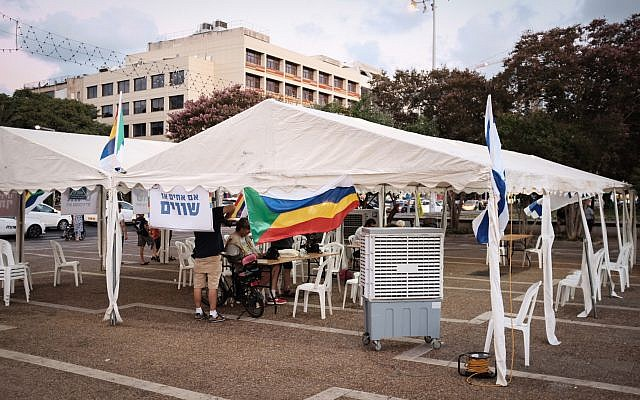 Activists and supporters of the Druze community in Israel set up a protest tent in Tel Aviv on August 1, 2018. ( Tomer Neuberg/Flash90)