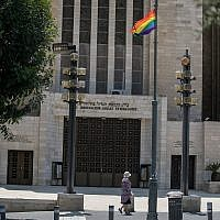 A rainbow gay pride flag hanging in front of the Great Synagogue in central Jerusalem on August 1, 2018. (Yonatan Sindel/Flash90)