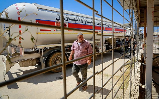 A gas truck at the Rafah border crossing between Egypt and Gaza on August 6, 2018. (Abed Rahim Khatib/ Flash90)