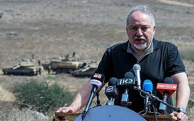 Defense Minister Avigdor Liberman tours an army drill in northern Israel on August 7, 2018. (Basel Awidat/Flash90)