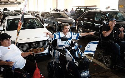 Disabled protesters block traffic at Ben Gurion Airport to call for higher monthly benefits on August 7, 2018. (Tomer Neuberg/Flash90)