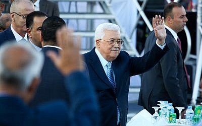 Palestinian President Mahmud Abbas attends a mass wedding ceremony in the West Bank city of Ramallah on August 18, 2018. (Flash90)