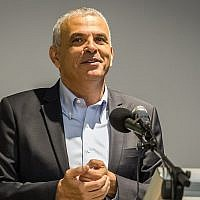 Finance Moshe Kahlon speaks at a ceremony, August 20, 2018. (Meir Vaknin/Flash90)