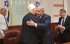 Prime Minister Benjamin Netanyahu greets Druze spiritual leader Sheikh Muafak Tarif at his office in Jerusalem on August 1, 2018. (Prime Minister's Office)