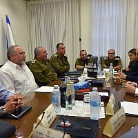 Prime Minister Benjamin Netanyahu (R) and Defense Minister Avigdor Liberman (2nd-L) meet with top IDF generals and Israeli security officials at the military's Kirya headquarters in Tel Aviv on August 9, 2018. (Ariel Hermoni/Defense Ministry)