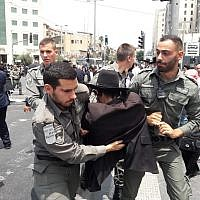 Police arrest an ultra-Orthodox Jew protesting the arrest of a draft dodger on August 2, 2018, in Jerusalem (Israel Police)