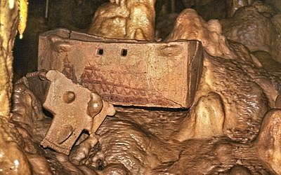 Ossuary in Peki'in cave (Mariana Salzberger, courtesy of the Israel Antiquities Authority)