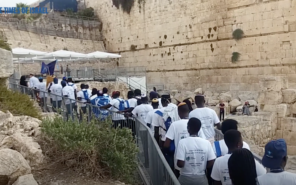 Abayudaya youth on an unprecedented Birthright trip to Israel head to the Western Wall on August 27, 2018 (Screenshot)