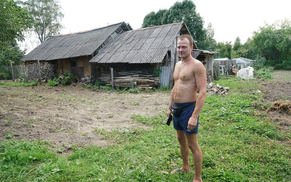 Sergey Levashov stands outside his grandmother's home in Lyubavichi, August 26, 2018. (Cnaan Liphshiz)