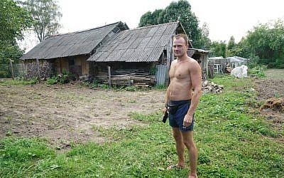 Sergey Levashov stands outside his grandmother's home in Lyubavichi, August 26, 2018. (Cnaan Liphshiz)
