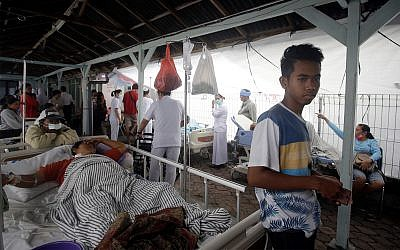 Patients are evacuated outside a hospital following an earthquake in Bali, Indonesia, Monday, Aug. 6, 2018. (AP Photo/Firdia Lisnawati)