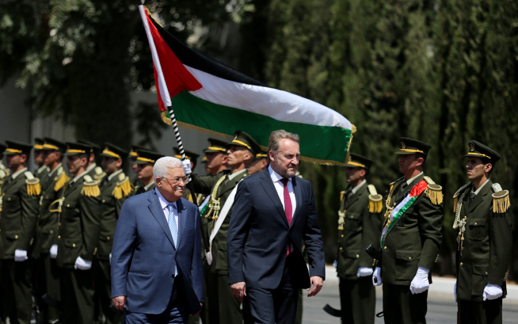 Mahmoud Abbas, left, and Bosnian leader Bakir Izetbegovic in Ramallah on Wednesday August 29, 2018. (Wafa images)