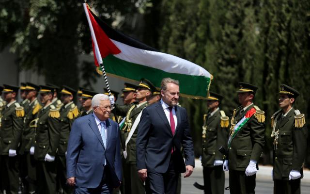 Mahmoud Abbas, left, and Bosnian leader Bakir Izetbegovic in Ramallah on Wednesday August 29, 2018. (Wafa images)