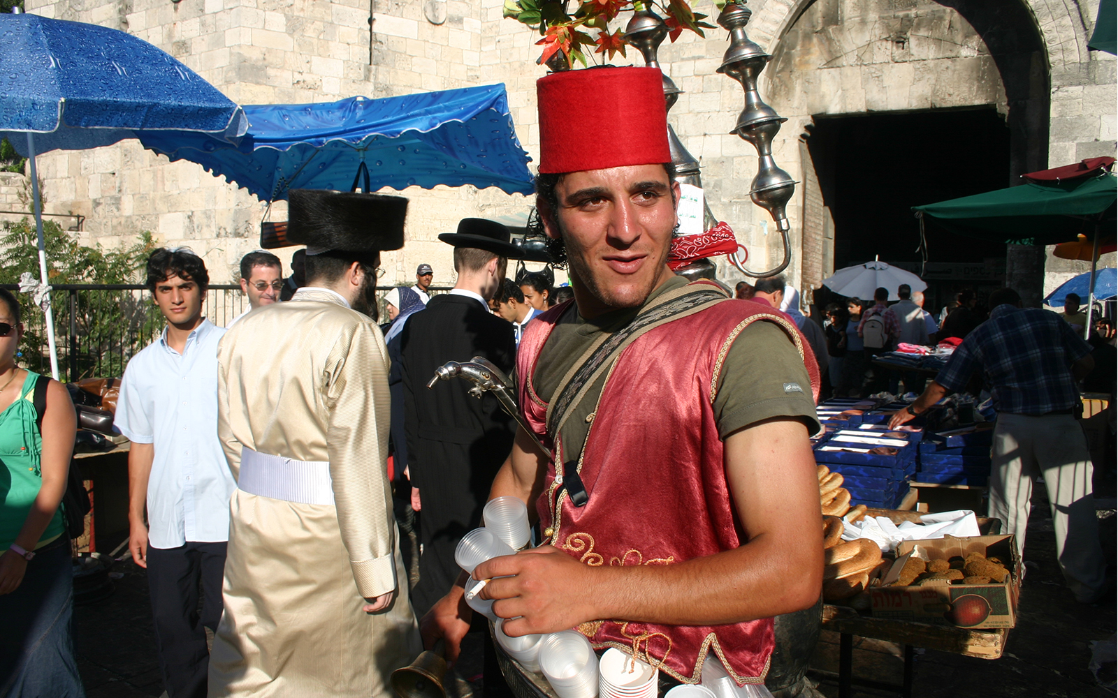 Drinks and snacks are sold to passersby outside Damascus Gate. (Shmuel Bar-Am)