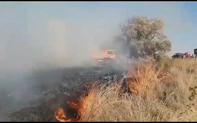 Fire in Be'eri forest caused by an incendiary balloon launched from the Gaza Strip on August 18, 2018. (Screen capture: Twitter video)