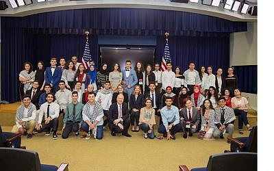 Middle East envoy Jason Greenblatt welcomes Palestinian students to the White House as they start their year-long exchange program (Jason Greenblatt/Twitter)