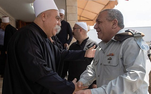 IDF chief of staff, Gadi Eisenkot (R), visits the tomb of Sheikh Amin Tarif in the village of Julis on August 17, 2018. (IDF spokesman)