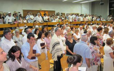 The Kehilat Yonatan progressive congregation at prayer in the central Israeli city of Hod Hasharon. (Kehilat Yonatan website)