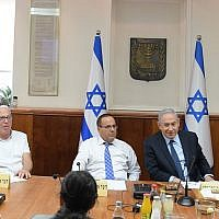 Prime Minister Benjamin Netanyahu chairs a meeting to address Druze concerns in the wake of the nation-state law, August 6, 2018 (Amos Ben-Gershom, GPO