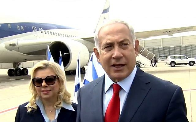 Prime Minister Benjamin Netanyahu (r) and his wife Sara at Ben Gurion Airport on August 22, 2018. (Screen capture: Twitter)