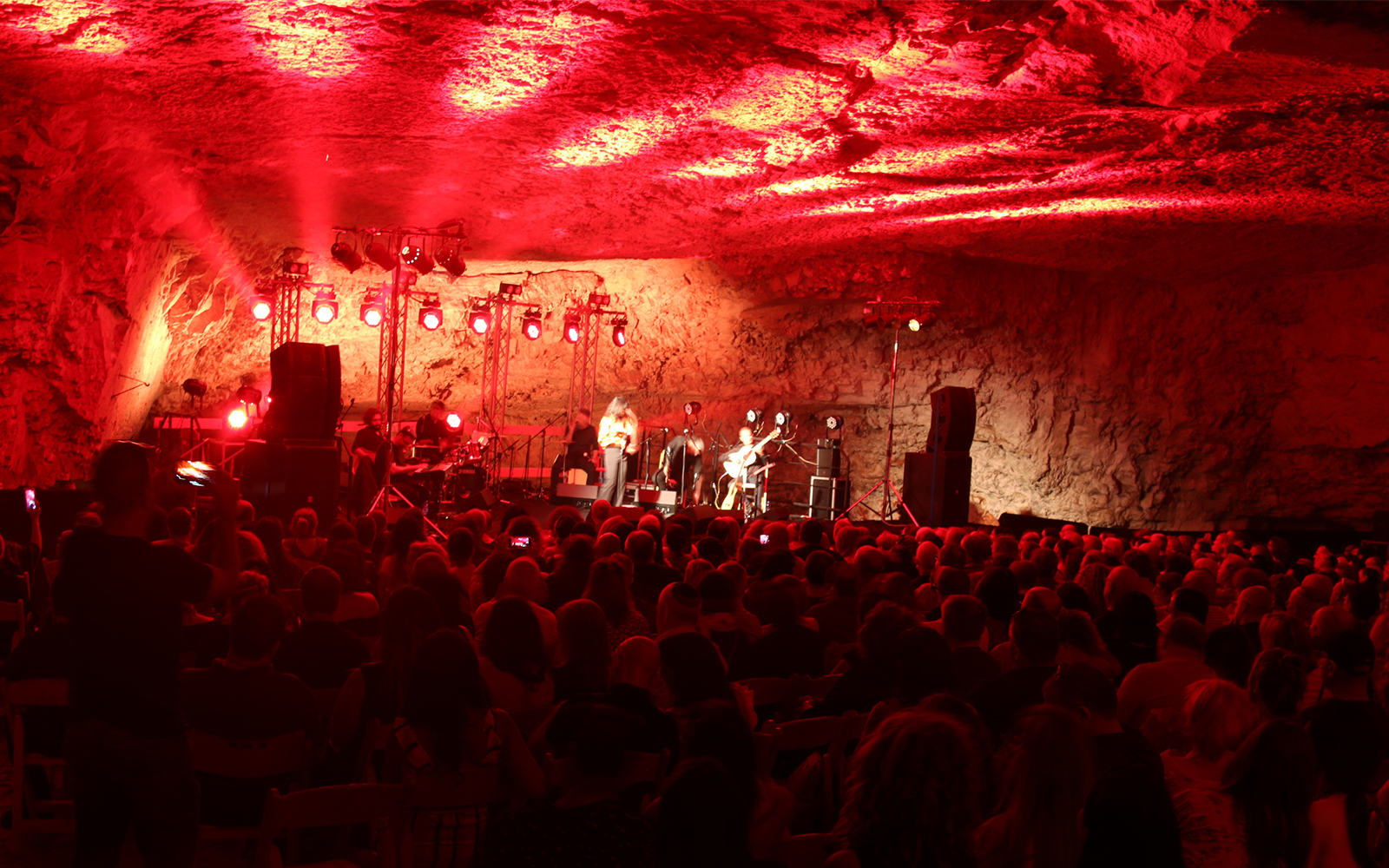 A concert held inside Zedekiah's Cave. The cave was used as a quarry in ancient times. (Shmuel Bar-Am)