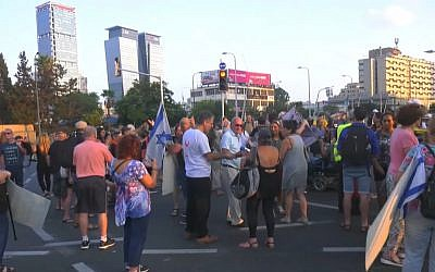 Dozens of activists close Tel Aviv's Azrieli Junction for an hour on August 28, 2018. (Screen capture: Ynet news)